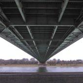 Die Mülheimer Brücke von unten.
