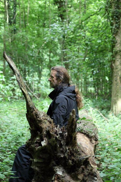 ...und sitzt im Walde.
