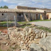 Es gibt wohl noch Menschen, die alte Trockenmauern restaurieren könnnen.