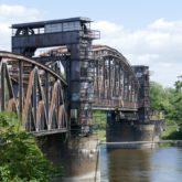 Die älteste und größte Hubbrücke Deutschlands.
