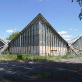 """Die ehemalige Mehrzweckhalle """"Hyparschale"""" aus Spannbeton von 1969."""
